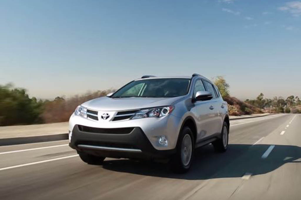 2016 toyota rav4 hybrid real world review video autotrader. Black Bedroom Furniture Sets. Home Design Ideas